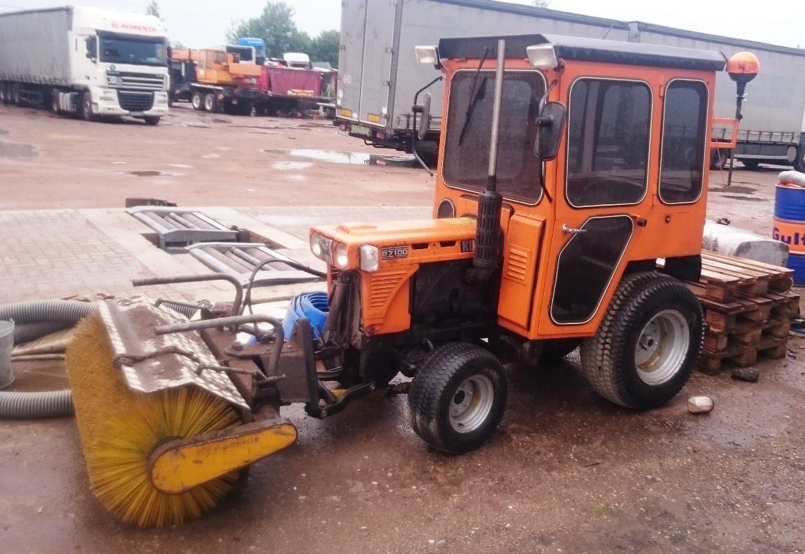 Traktorius Kubota B7100 2