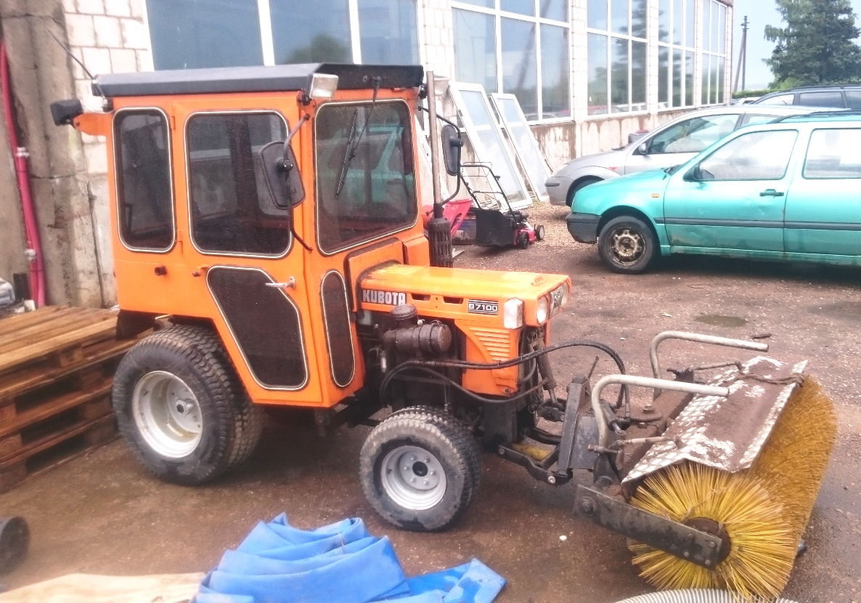 Traktorius Kubota B7100 1
